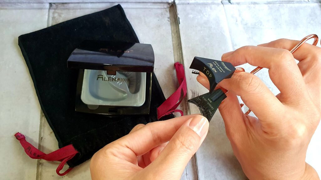 Align lower lash to lower half of applicator